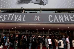 Modelo de 15 años es el centro de la polémica en Cannes