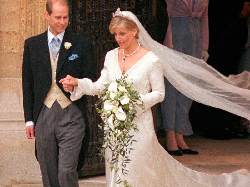 boda real: asÍ cambiÓ la moda y los vestidos de novia desde isabell
